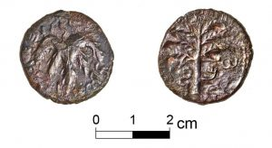 The Bar-Kokhba coin from Qibiya Cave (Photo: Shlomi Amami).